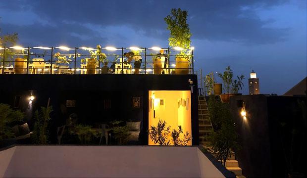 Uno de los mejores restaurantes de la medina de Marrakech es Zwin Zwin. Comida internacional y vegetariana con una gran terraza