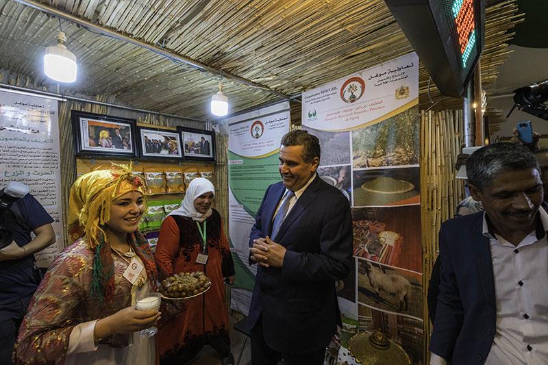 En el Festival de dátiles de Erfoud los agricultores muestran su producto en tenderetes que convierten la ciudad en un gigantesco zoco