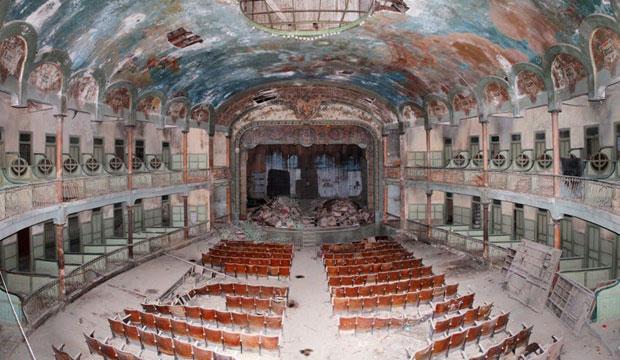 Estado del interior actual del Gran Teatro Cervantes de Tánger, también conocido como el Gran Teatro de Tánger