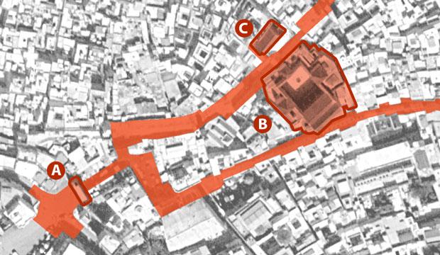 Uno de los hitos que visitar en Fez al principio es la Bab Boujloud o puerta azul