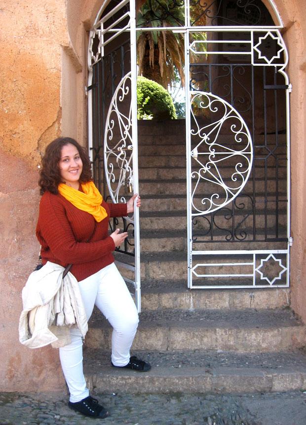 Atravesando el acceso principal se puede admirar el jardín de la Kasbah de Chaouen