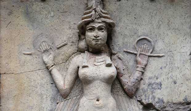 La mano de Fátima con ojo no es ni mucho menos la única vez que se usa la simbología de las manos en la religión