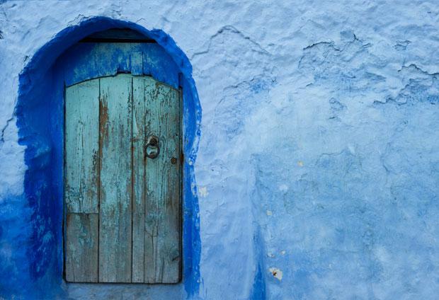 Si buscas que ver en Chaouen en un día, algo imprescindible es catalogar sus colores y puertas