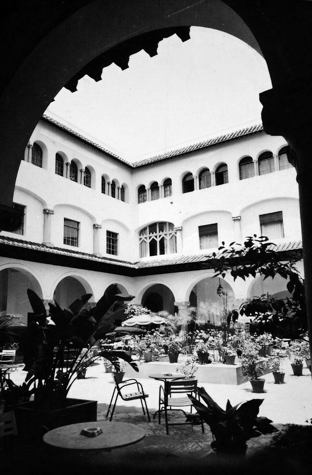 El patio del hotel Menzah (Tánger)