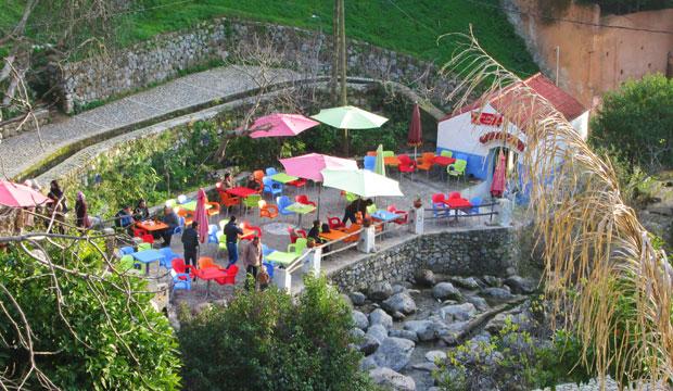 Los restaurantes con vistas a la cascada son probablemente los mejores restaurantes de Chaouen