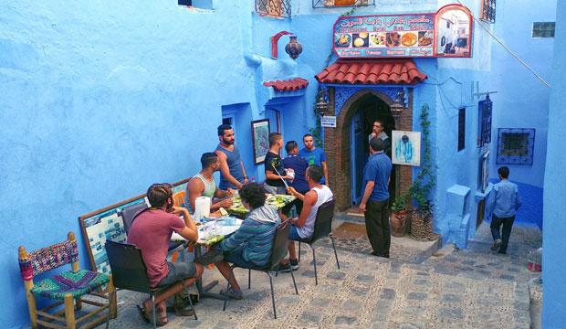 Uno de los mejores lugares donde en Chaouen es el restaurante Beldi Bab Ssour