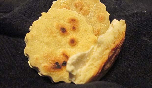 El Batbout o batbout es un pan árabe sin horno y sin aceite