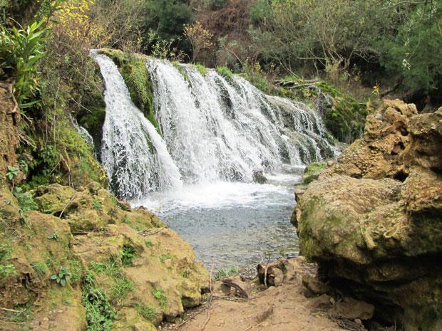 Las Cataratas de Akchour es una de las mejores cascadas en Marruecos y está situada a 30 km de Chaouen