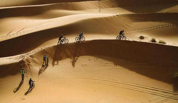 La Titan Desert 2021 es una prueba que recorre el desierto del Sáhara para poner a prueba la capacidad de esfuerzo y orientación
