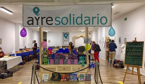 La asociación onubense Ayre Solidario dispone de libros donados que se ponen a la venta por 3 euros
