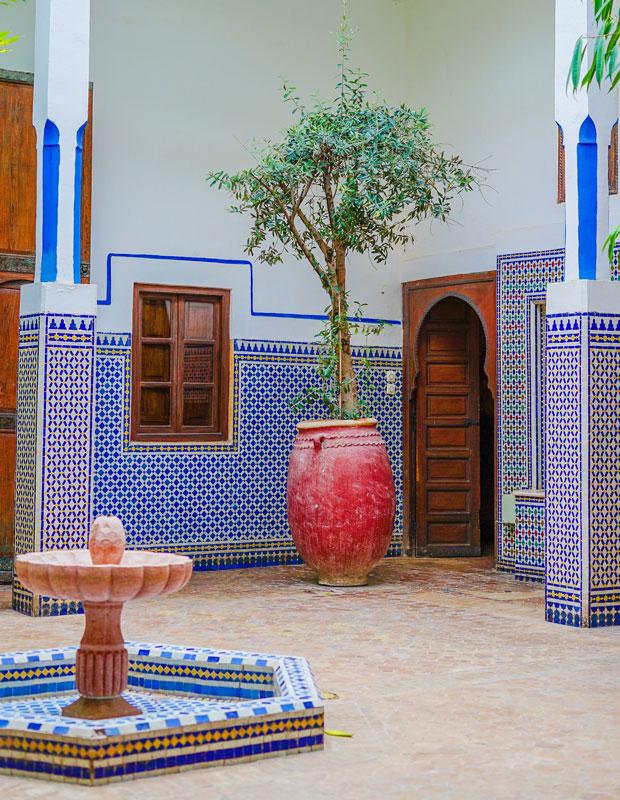 Un riad en Marruecos se define por un patio interior, alrededor del cual se distribuyen las habitaciones y zonas comunes