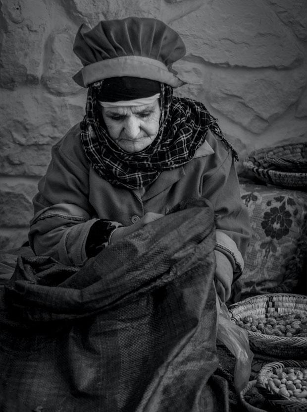 Al aceite de argán en Marruecos contribuye a reducir la pobreza en su sociedad