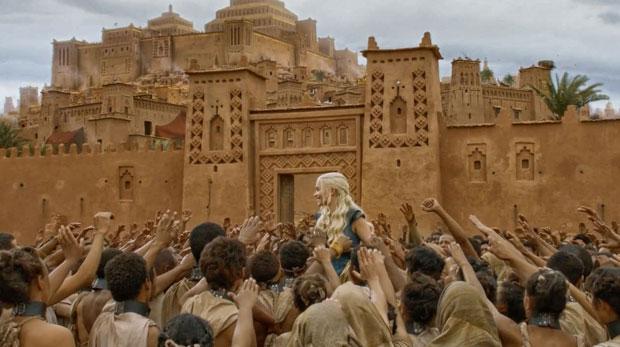 Ait Ben Haddou se transformó en Yunkai, la ciudad amarilla, donde Daenerys Targaryen une sus fuerzas con los mercenarios para ampliar su ejército