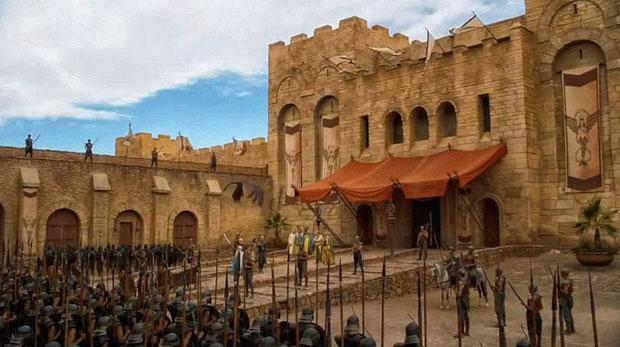 Las murallas frente al puerto de Essaouira, que saben combinar a la perfección el blanco de las gaviotas con el azul del cielo y el mar, se convertían en la entrada a la ciudad de Astapor