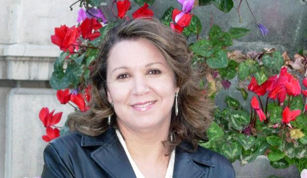 Aïcha Bassry publicó en 2006 el poemario La soledad de la arena