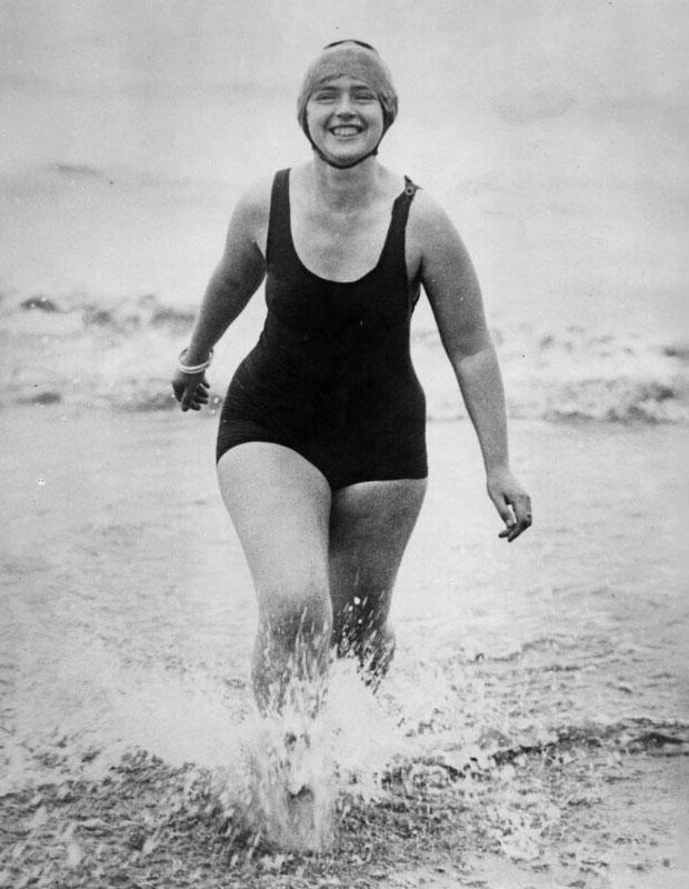 Tras cumplir su sueño de cruzar el Estrecho de Gibraltar, Mercedes Gleitze continuó nadando y acometiendo diferentes retos deportivos