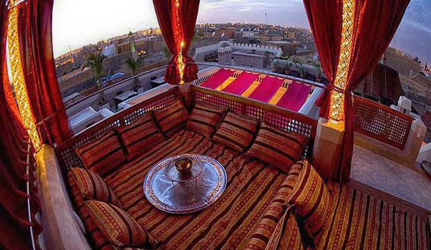 La terraza del riad Anayela en Marrakech posee unas bonitas vistas de Marrakech
